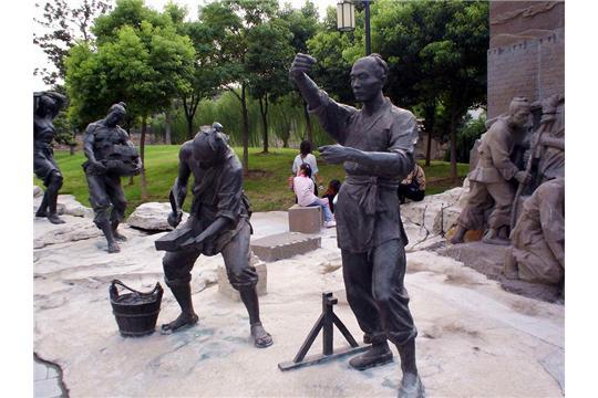 学校奔向科学雕塑